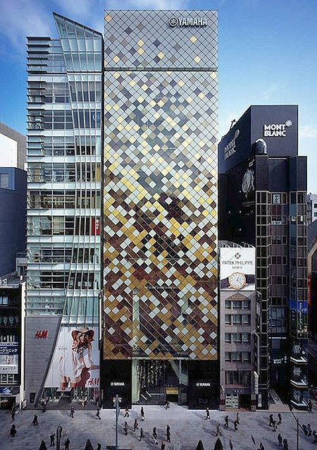 Под одной крышей объединены концертный зал, фирменный магазин Yamaha, музыкальная школа, студия, три атриума - за каждым из трех выходящих на улицы фасадов